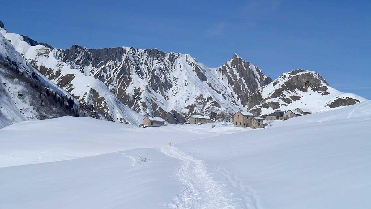 hors-piste-3-val-thorens-tignes-val-d-isere-maison-des-guides-et-de-la-montagne-ski-tour-safari-3-vallees